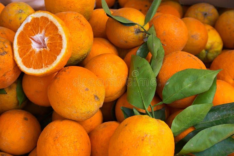 Download Pomarańcze obraz stock. Obraz złożonej z produce, liść, świeży - 42585