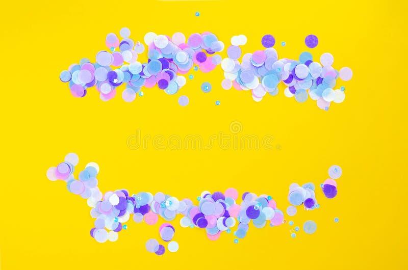 Pomara?czowy t?o z b??kitnymi round confetti B zdjęcia royalty free