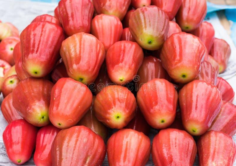 Pomarrosa, fruta tropical exhibida en la mercado de la fruta de Vinh Long, delta del Mekong La mayoría de frutas del ` s de Vietn foto de archivo