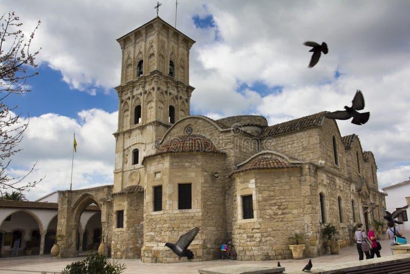Pombos Larnaca Chipre do St Lazarus Church foto de stock