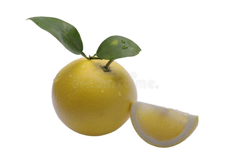 Pomelo amarillo maduro y una rebanada fotografía de archivo