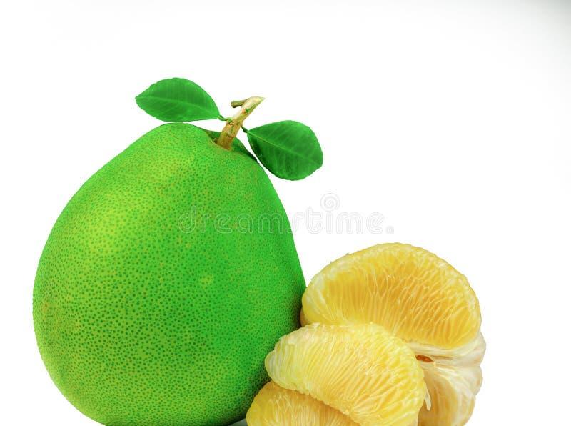 Pomelo braja bez ziaren na białym tle Tajlandia pomelo owoc Naturalny źródło witamina C i potas Zdrowy zdjęcia royalty free