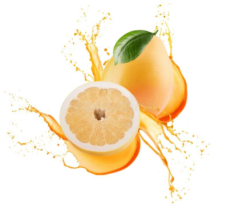 Pomelo com metade do pomelo no respingo do suco isolado em um b branco ilustração do vetor