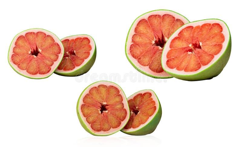 Pomelo rosso isolato su fondo bianco Frutta vermiglia del pomelo della Tailandia Siam Pompelmo fresco Fonte naturale di antioxida fotografia stock libera da diritti