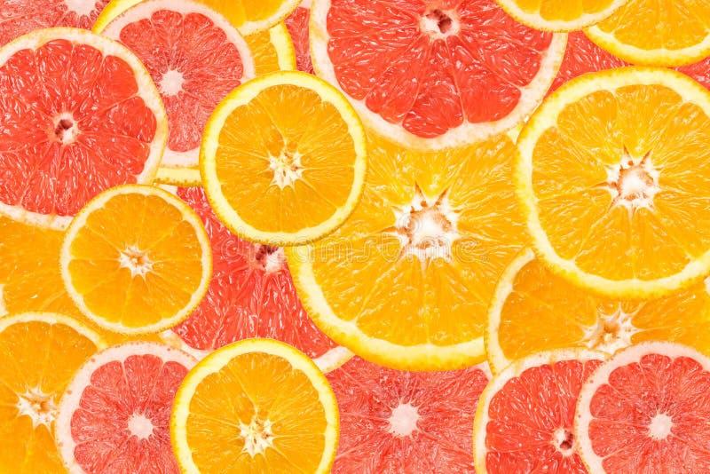 Pomelo y extracto anaranjado de la rebanada foto de archivo libre de regalías