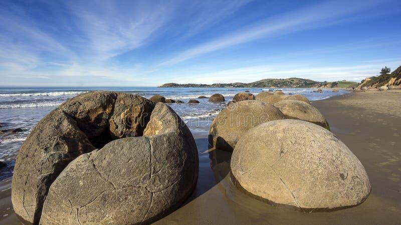 Pomeriggio ai massi di Moeraki, Otago, Nuova Zelanda immagini stock