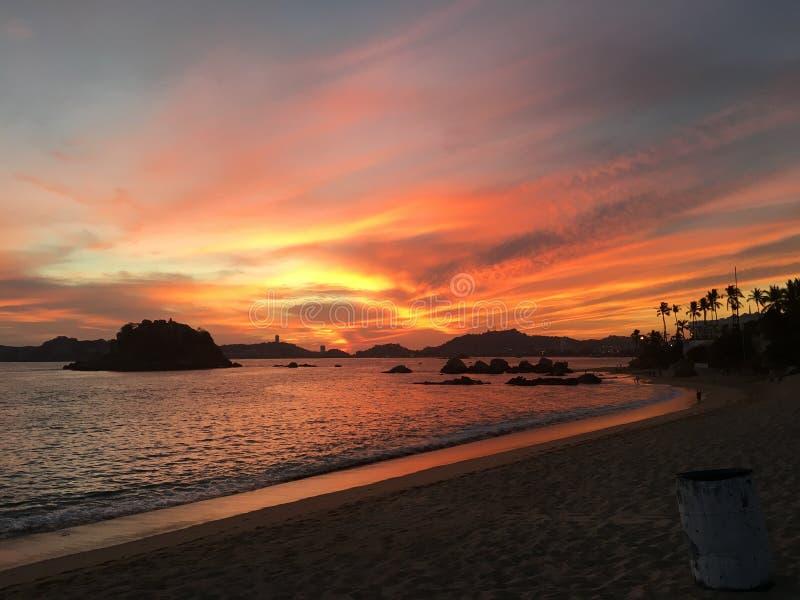 Pomeriggio di vista della baia di Acapulco immagini stock libere da diritti