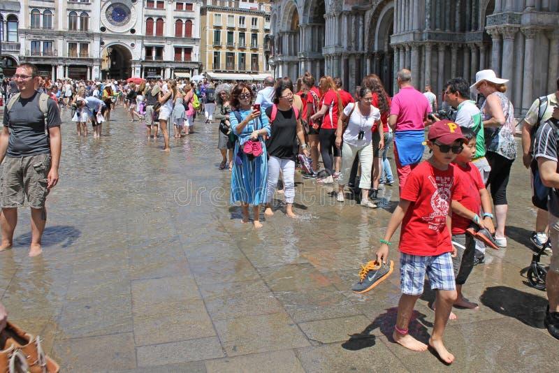 Pomeriggio ed inondazione caldi di estate sul quadrato di St Mark a Venezia Italia fotografia stock libera da diritti