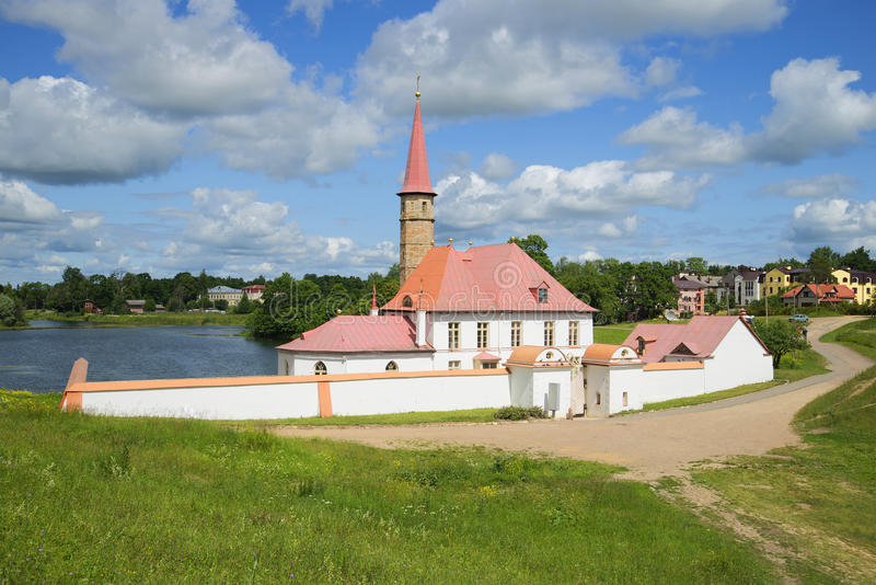 Pomeriggio soleggiato di luglio del palazzo del priore Gatcina, regione di Leningrado fotografia stock