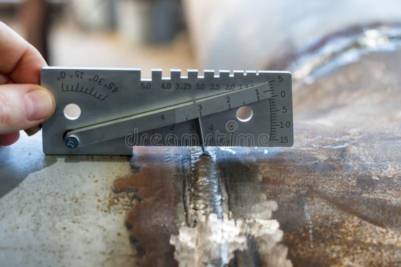 Pomiar spawki noga, krawędź kompensująca podczas kurtyzacji i inni parametry, zdjęcie stock