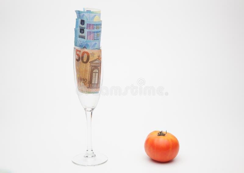 Pomidor i pieniądze, mnóstwo pieniędzy zdjęcie stock