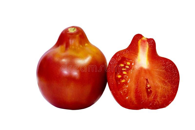 Pomidor odizolowywający na białym tle z ścinek ścieżką Zbliżenie bez cieni Makro- Jeden pomidor i połówka pomidoru obraz royalty free