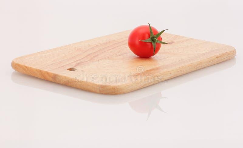 Pomidorowa i tnąca deska obraz royalty free