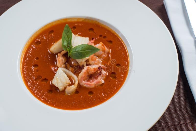 Pomidorowa owoce morza polewka zdjęcia stock