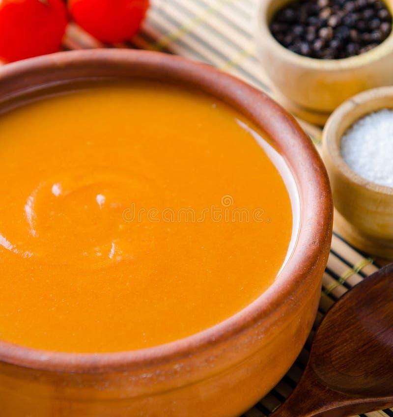 Pomidorowa polewka przygotowywaj?ca w tradycyjnym w?ocha stylu obrazy stock