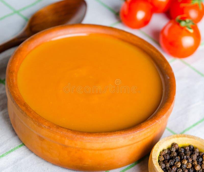 Pomidorowa polewka przygotowywaj?ca w tradycyjnym w?ocha stylu fotografia stock