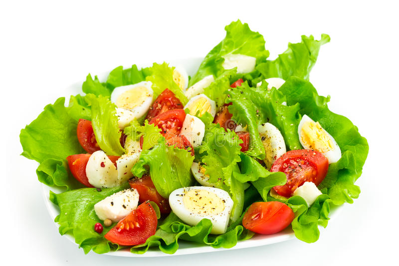 Pomidorowa sałatka, jajka i mozzarella, zdjęcie stock