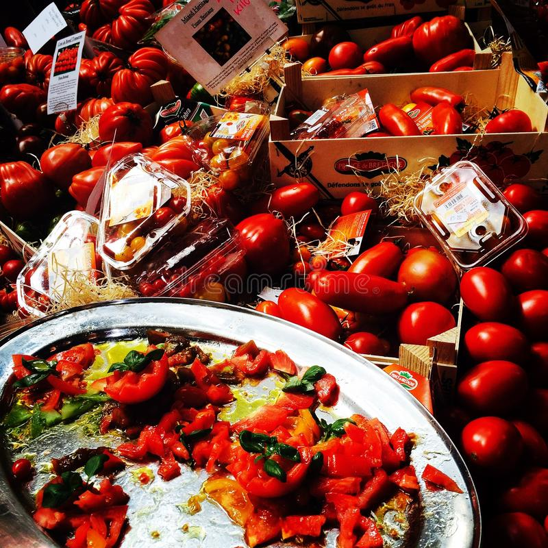 Pomidorowi pomidory wprowadzać na rynek świeżego produkt spożywczy rolników zdjęcia stock