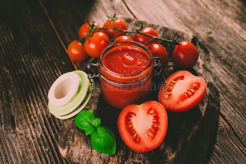 Pomidorowy kumberland i świezi pomidory zdjęcia stock