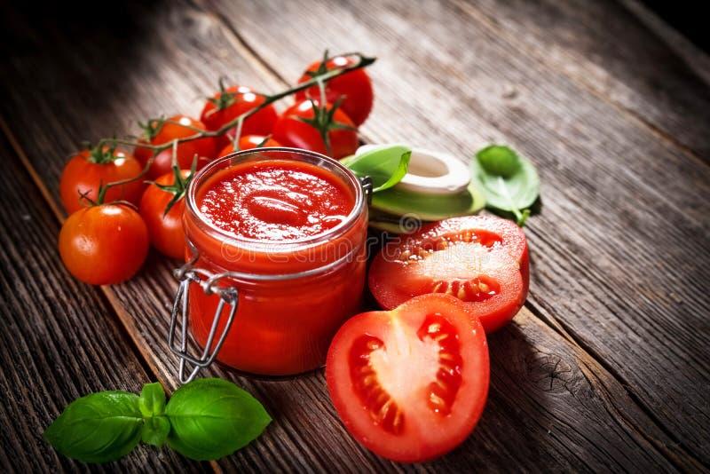 Pomidorowy kumberland i świezi pomidory obraz stock