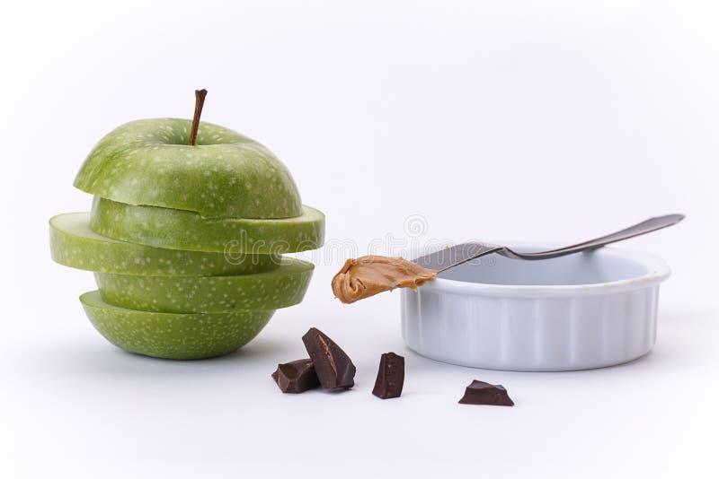 Pomme, chocolat, et beurre d'arachide verts image stock