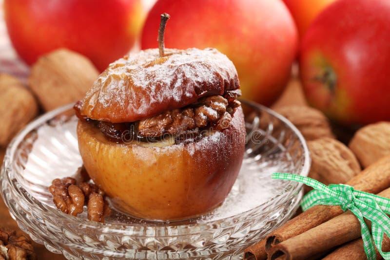 Pomme cuite au four photographie stock libre de droits