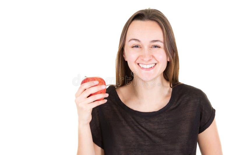 Pomme de sourire de charme de participation de jeune femme photographie stock libre de droits