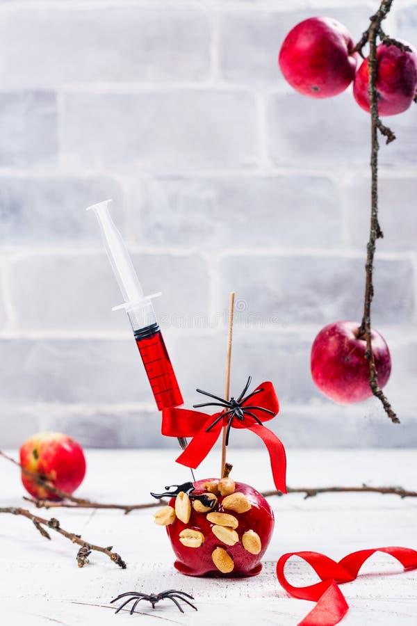 Pomme de sucrerie caramélisée images libres de droits