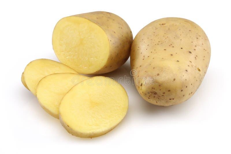 Pomme de terre crue et pomme de terre coupée en tranches photo stock