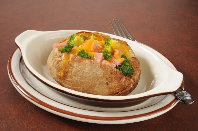 Pomme de terre cuite au four avec des écrimages photographie stock libre de droits