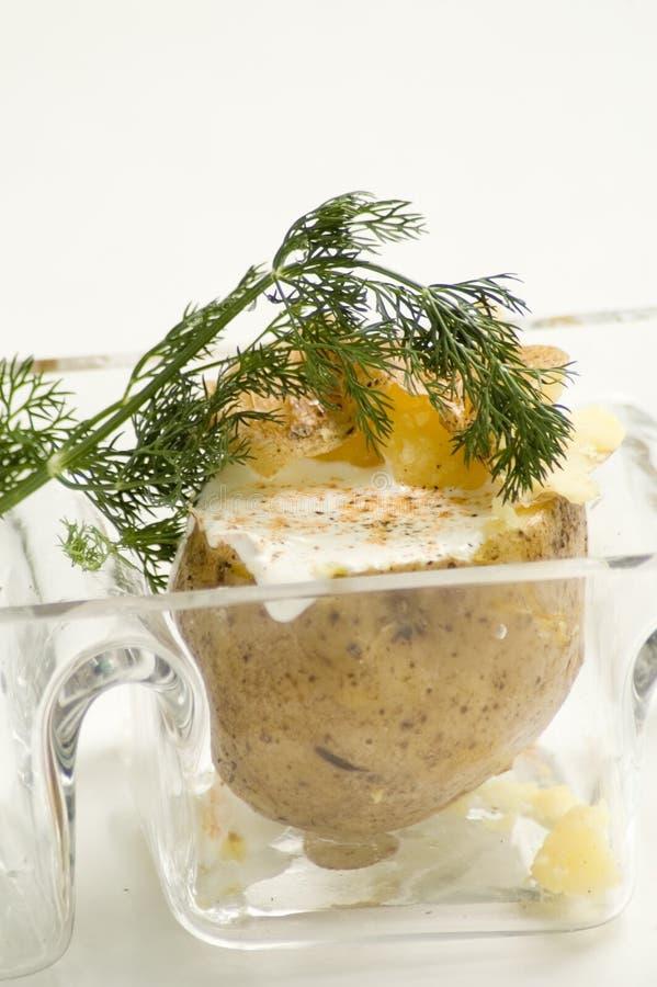 Pomme de terre cuite au four avec l'aneth photographie stock libre de droits
