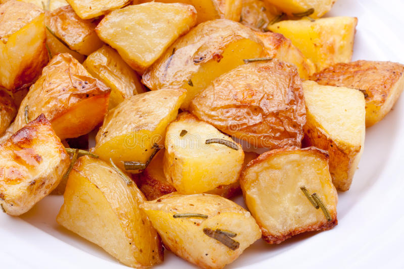 Pomme de terre cuite au four avec le romarin image stock