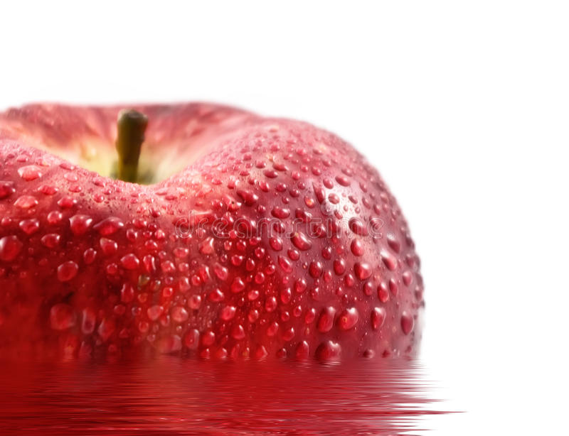 Pomme fraîche avec des baisses de l'eau images stock