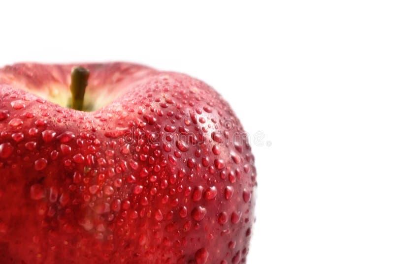 Pomme fraîche avec des baisses de l'eau photos libres de droits