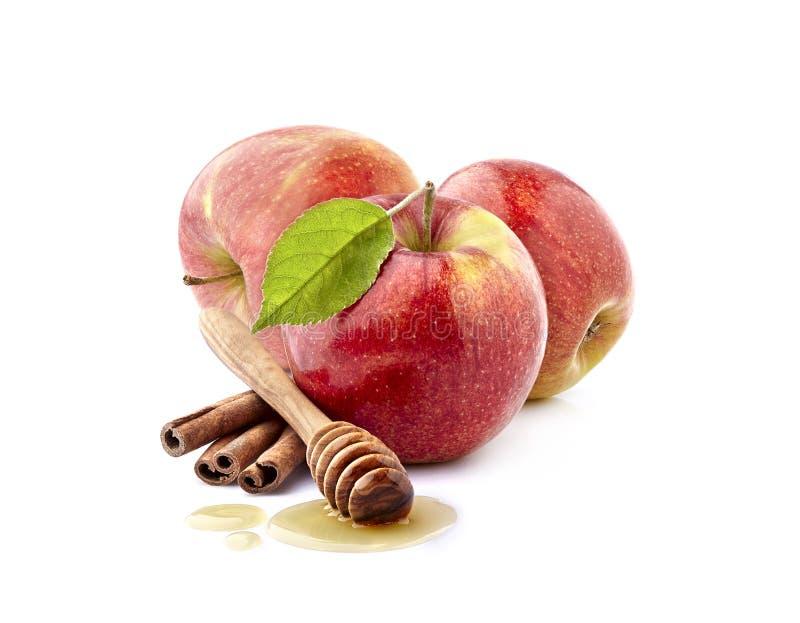 Pomme rouge avec du miel et la cannelle sur le fond blanc images stock