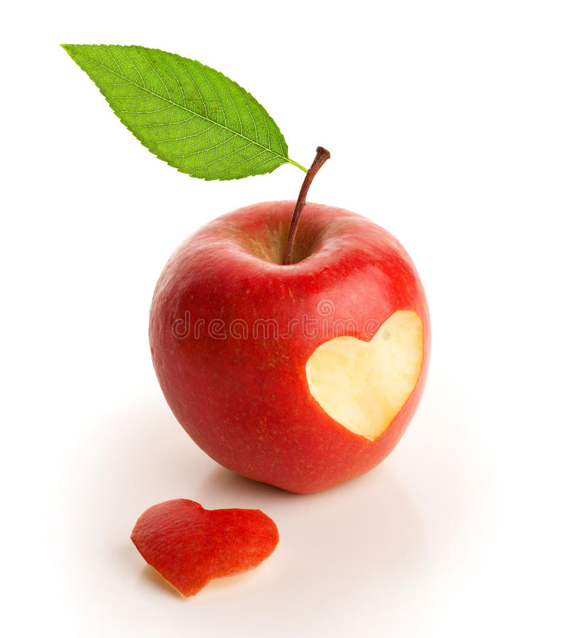 pomme rouge avec le coeur coupé photo stock  image du