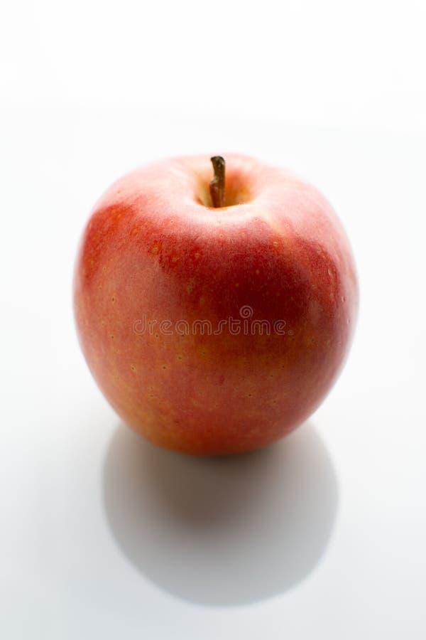 Pomme rouge d'isolement photographie stock libre de droits
