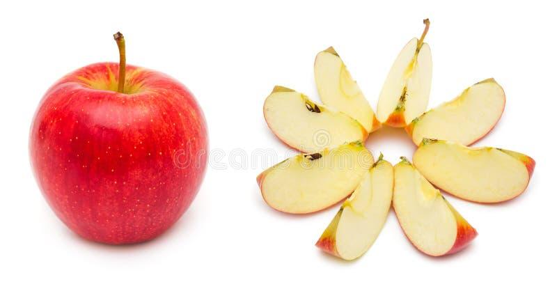 Pomme rouge entière et coupée en tranches images libres de droits