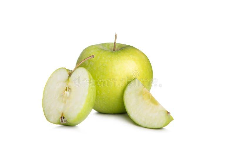 Pomme verte et tranche isolée sur fond blanc photo stock