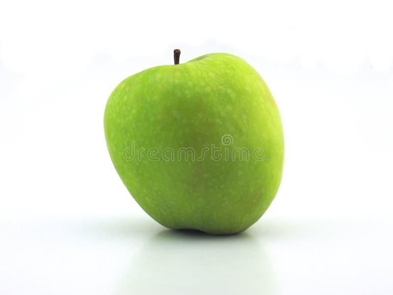 Pomme verte mûre juteuse sur un fond blanc image stock
