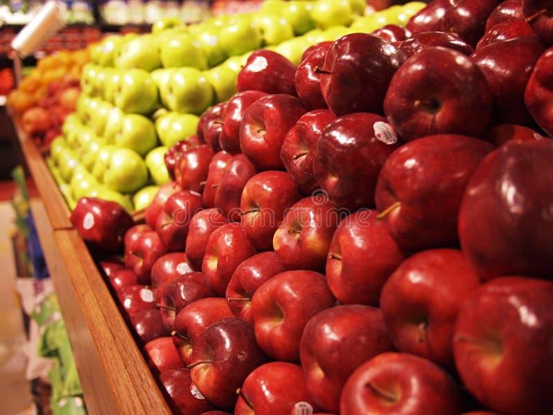 Pommes au marché images libres de droits