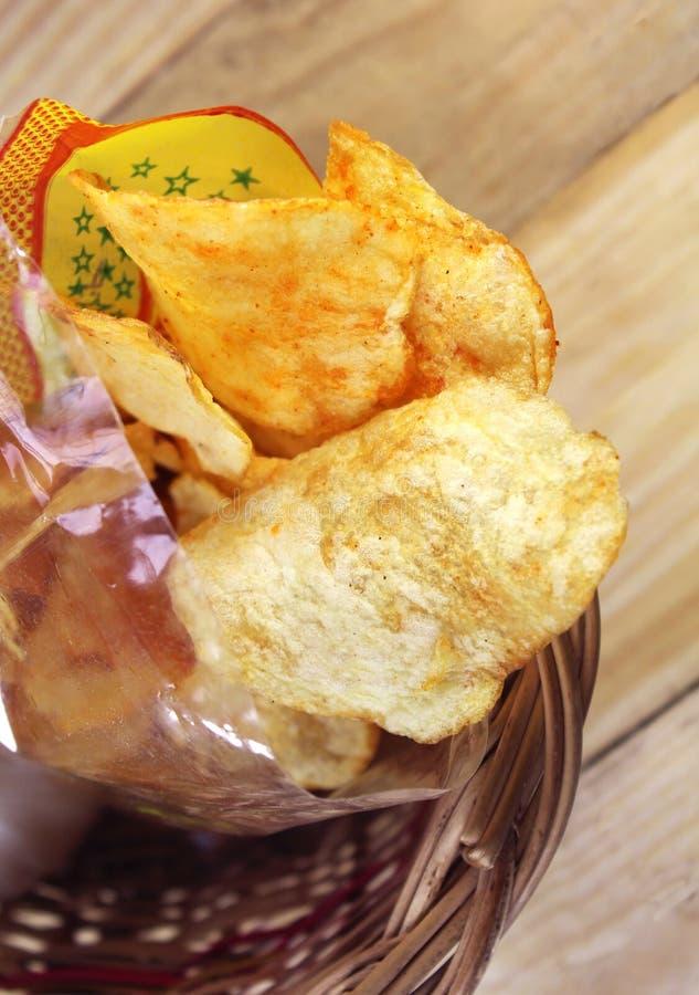 Pommes chips épicées photographie stock libre de droits