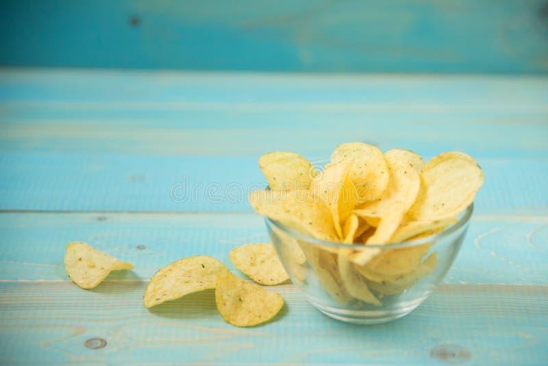Pommes chips avec épicé image stock