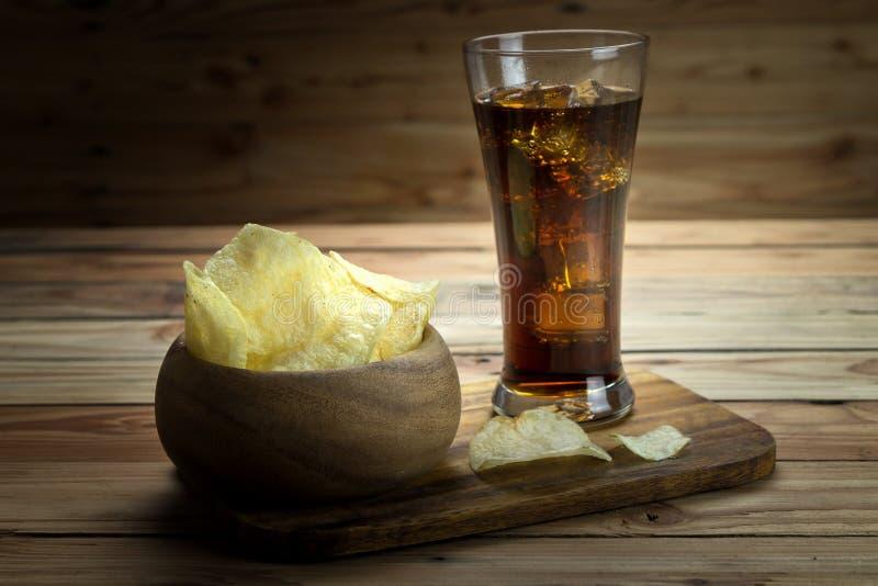 Pommes chips avec le kola image stock