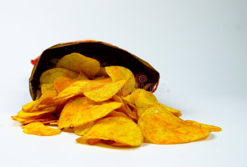 Pommes chips croustillantes savoureuses en paquet photographie stock libre de droits