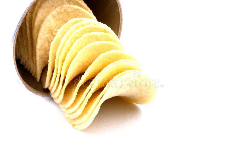 Pommes chips (frites) sur un fond blanc photos stock