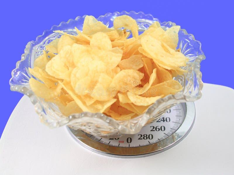 Pommes chips sur une échelle image libre de droits
