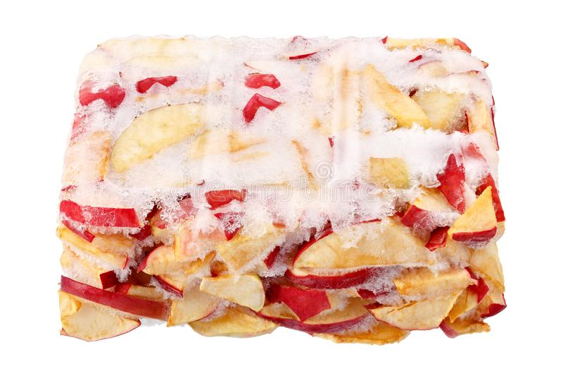 Pommes congelées d'isolement sur le fond blanc Moisson des produits pendant une longue durée de conservation images stock