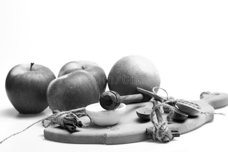 Pommes, conseil et miel d'isolement sur le fond blanc Concept de cultures de conception et d'automne d'Eco Ensemble de fruit, cui images stock