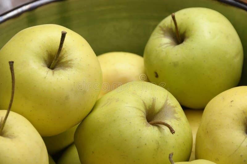 Pommes d'or jaunes et vertes image stock